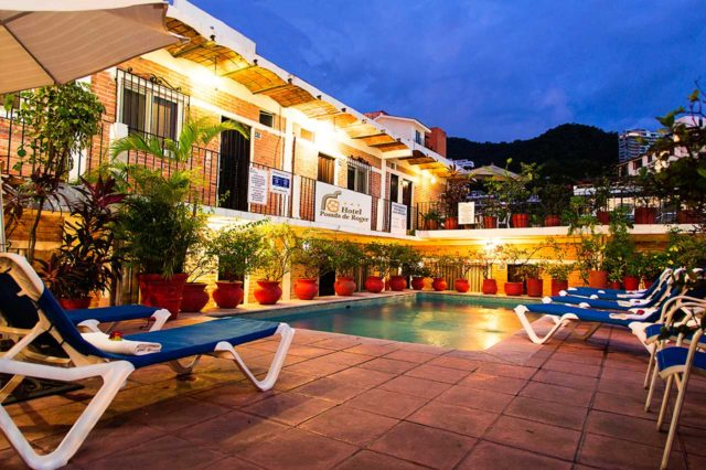 swimming-pool-night-hotel-posada-de-roger-puerto-vallarta-2